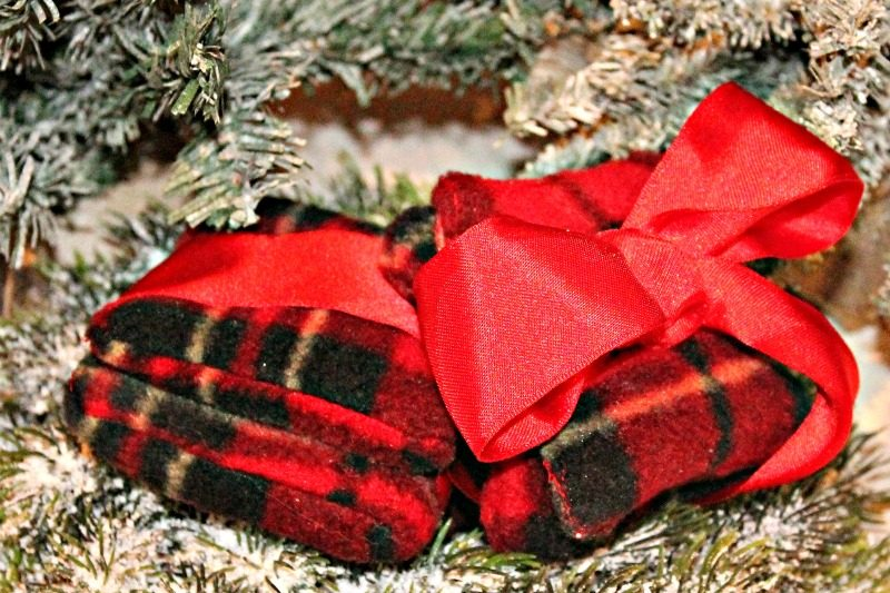 DIY hand warmers, an easy Christmas craft and perfect stocking stuffer.