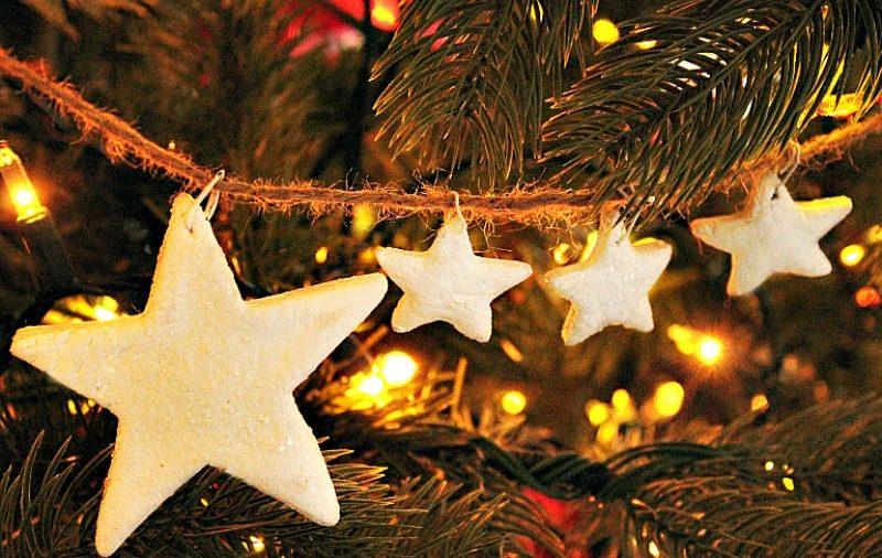 DIY Christmas tree ornament. Farmhouse style Christmas tree banner made using salt dough stars.