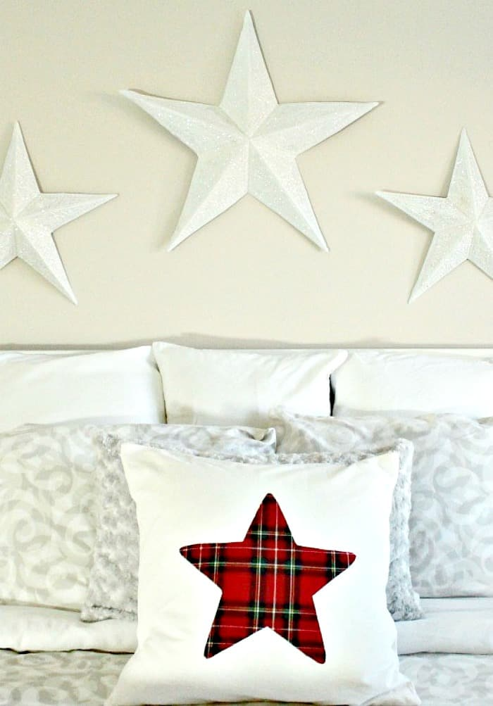 DIY Christmas pillow with a large applique star for Christmas bedroom. How to sew Christmas cushions, tartan Christmas cushions, DIY cushion covers, Christmas cushions, Christmas Cushion Covers, Christmas decorating,