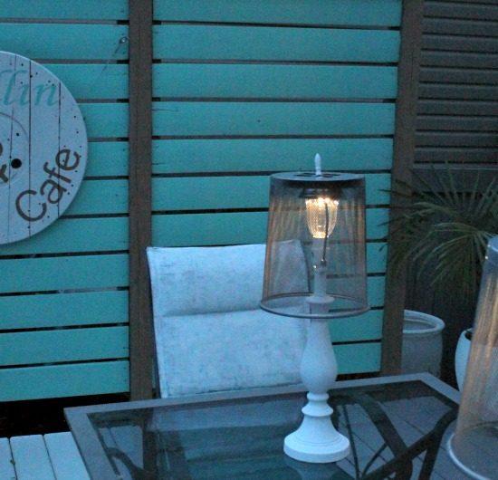 A DIY solar lamp in the early evening. DIY Outdoor Lighting, Lamp Upcycle, DIY Solar Lights, Solar Light Ideas