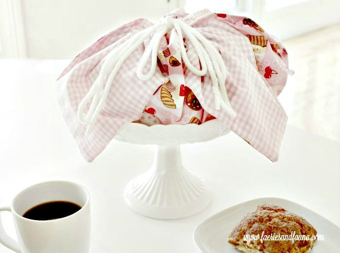Large pretty hand made basket line that ties closed. How to make basket liners, basket liner pattern, easy sewing , sew easy, diy sewing projects