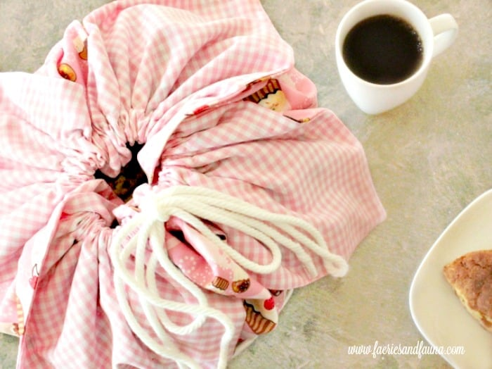 Top view of pretty hand made basket liner, bun carrier. How to make basket liners, basket liner pattern, easy sewing , sew easy, diy sewing projects