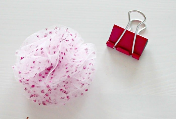 Alligator office clips that are being crafted with a pretty pink tulle flower for back to school or home office craft project.  Office Supplies, Office Things, Girlish Office Supplies, Sparkly Office Supplies