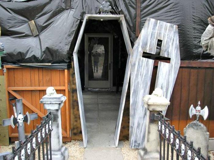 Very spooky Halloween porch of a coffin. DIY Halloween front porch ideas, Halloween porch displays, DIY Halloween yard decorations, DIY Halloween front porch ideas, DIY Halloween front door decorations,