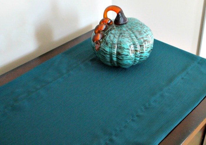 A plain and easy to sew DIY table runner, perfect for adding layers to your fall themed decorations