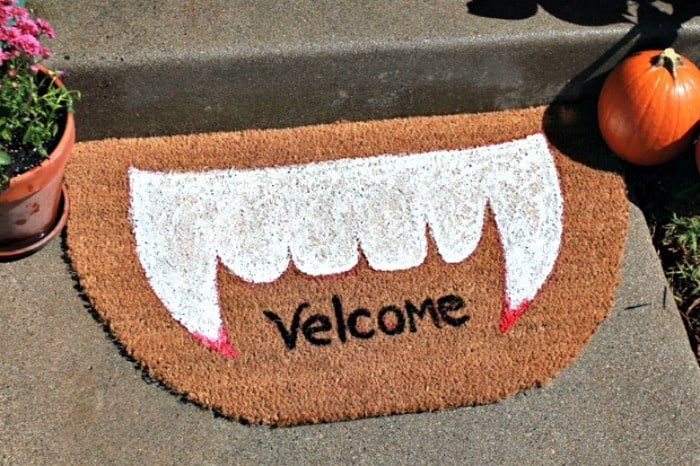 Adorable Halloween mat for the front porch that says Velcome. DIY Halloween front porch ideas, Halloween porch displays, DIY Halloween yard decorations, DIY Halloween front porch ideas, DIY Halloween front door decorations,