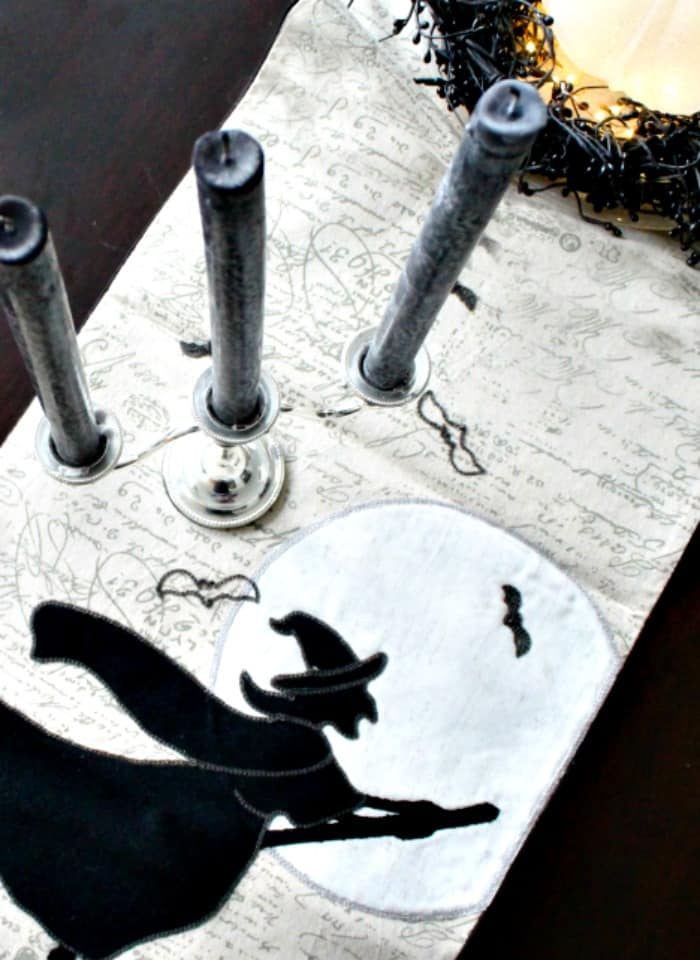 Pretty Halloween coffee table decorated with pretty Halloween decorations. , Elegant Halloween, DIY Halloween Decorations, Halloween Decor, DIY Halloween Decor