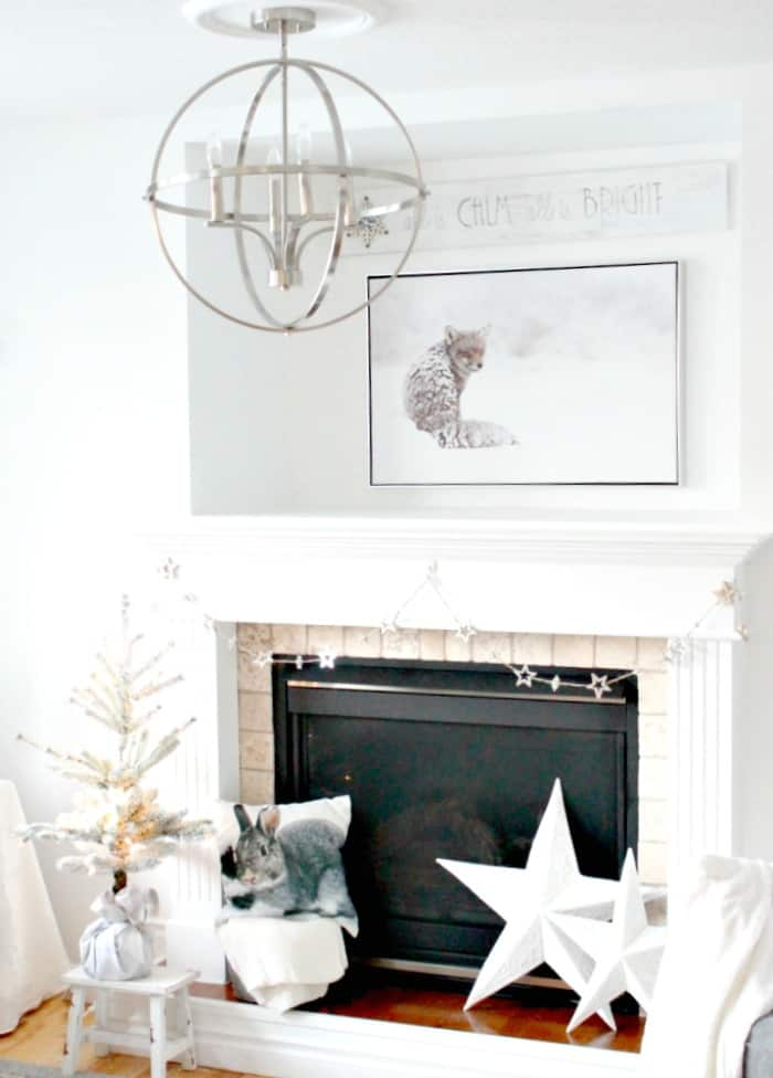 An all white Christmas mantel with DIY Farmhouse Christmas sign. DIY Christmas Art, Christmas crafts for adults, Christmas crafts for adults ideas, DIY Christmas Wall art, DIY Christmas Sign, Christmas Crafts, Christmas Craft ideas, Christmas decor ideas, Farmhouse Christmas