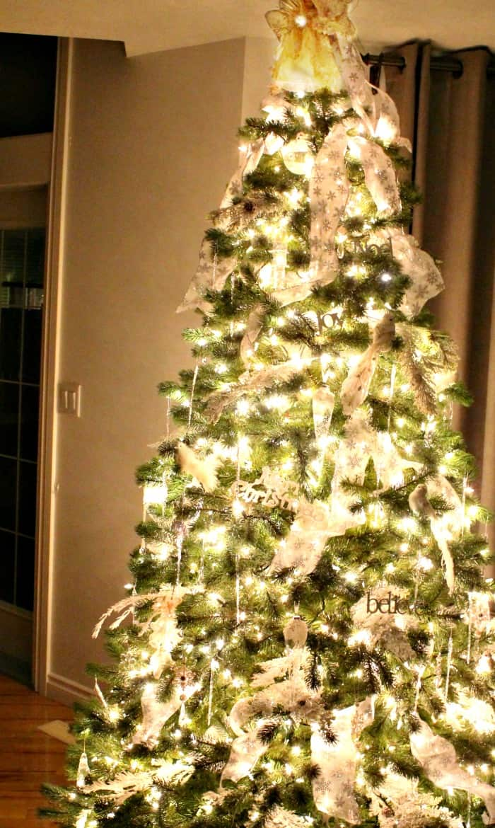 Christmas tree decorating ideas with lots of white lights, white decorations, crystal decorations and white ribbon.   tree decorating ideas,Christmas tree decorations items