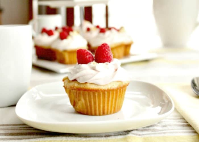 Apricot filled Cupcakes with Mascarpone Icing