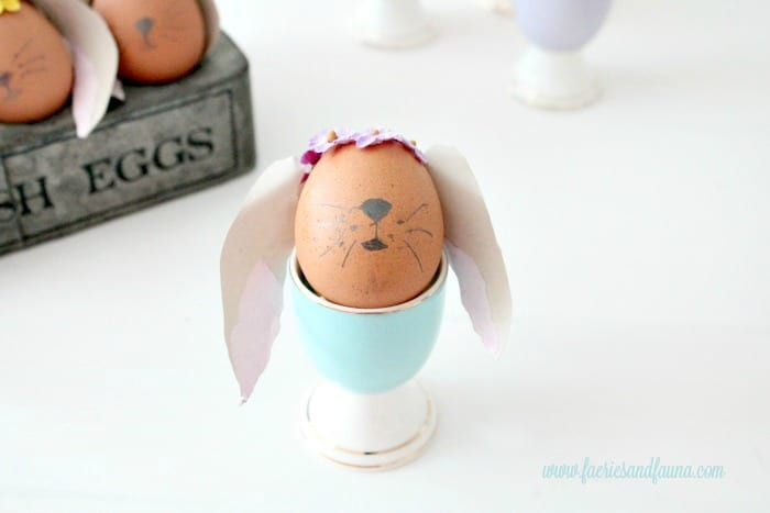 Easy Easter egg decorating idea for kids and adults. Adorable Easter bunny eggs decorated without using any dyes and little mess to clean up.