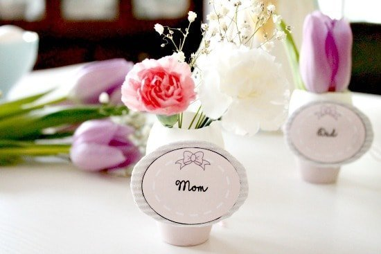 Easter egg decorated place setting with flowers.