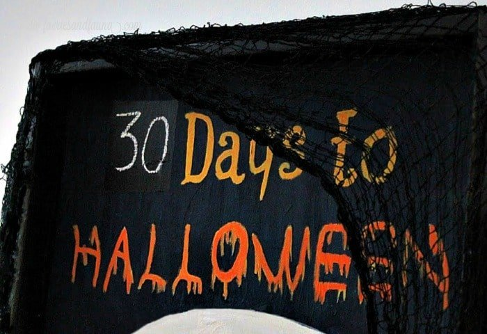 How many days to Halloween lettering on a DIY Halloween decoration