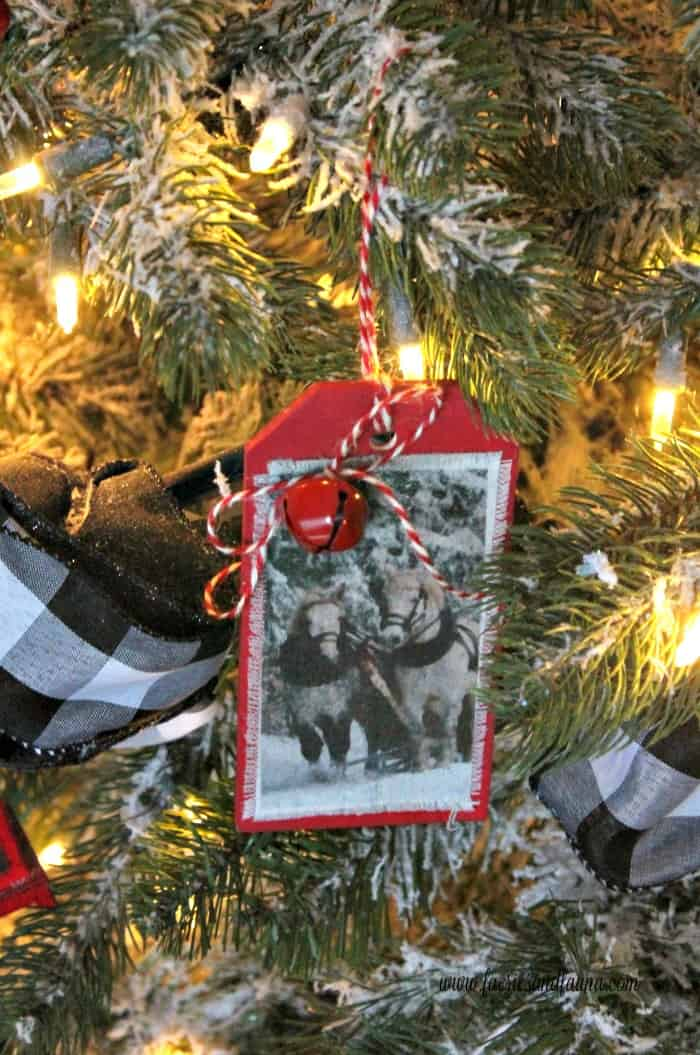 Beautiful horses and sleigh on a handmade DIY Christmas ornament