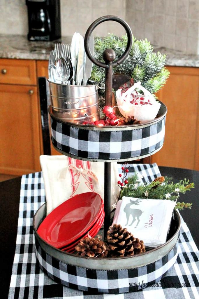 DIY Christmas Centerpiece for the Kitchen Table
