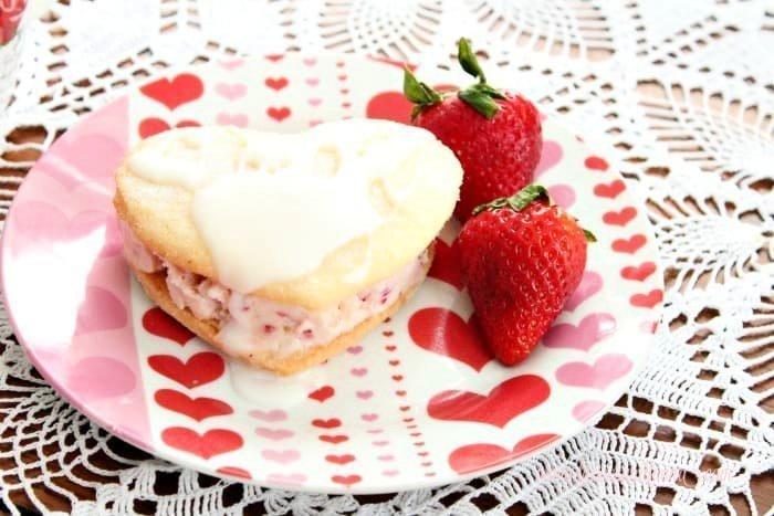 A single serving of Valentine dessert.