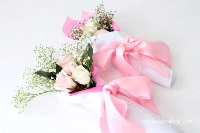 Valentine rose bouquet tutorial with free Valentine printable, roses, and babies breath flowers.