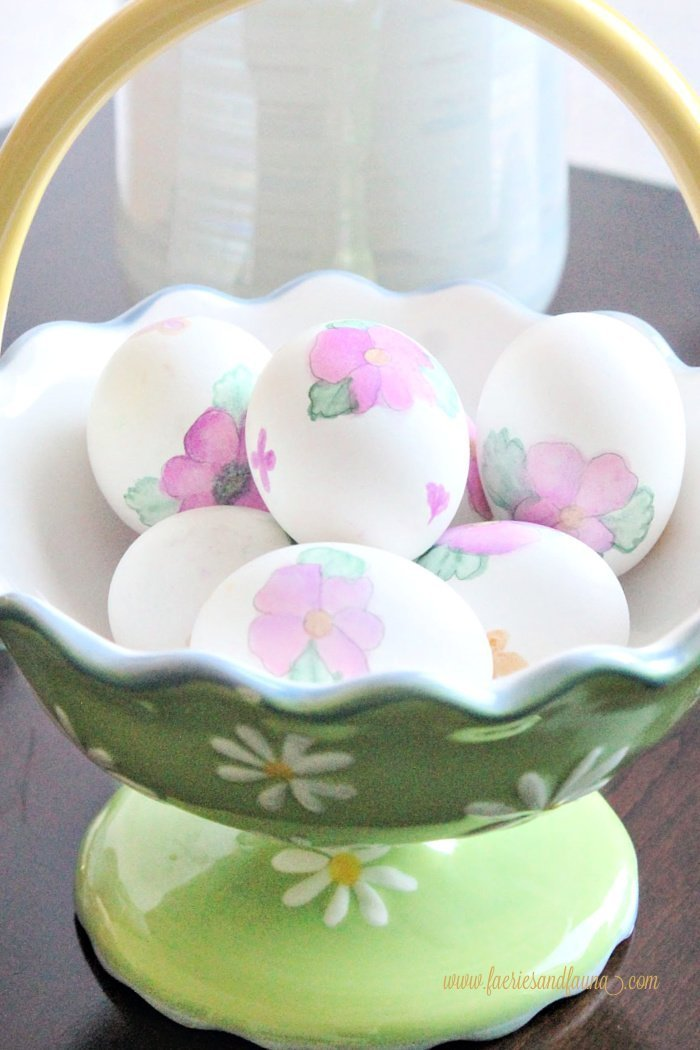Watercolour florals painted onto Easter eggs using Tombow pens for paint. How to make Easter eggs by watercolor painting.
