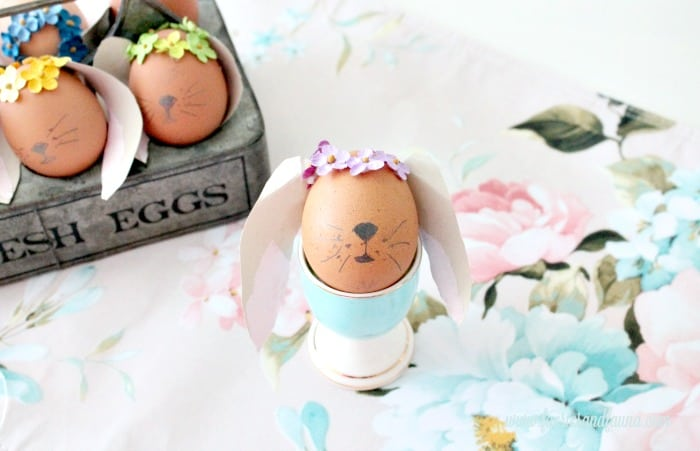 How to decorate Easter eggs that look like Easter bunnies.
