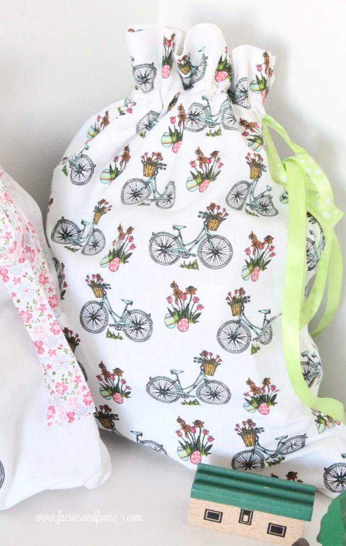 DIY fabric drawstring bag a very easy sewing project. A handmade toy basket for kids.