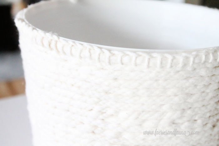 Blanket stitches for a crochet flower pot cover