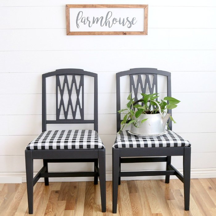Black and white dining room chair makeover.