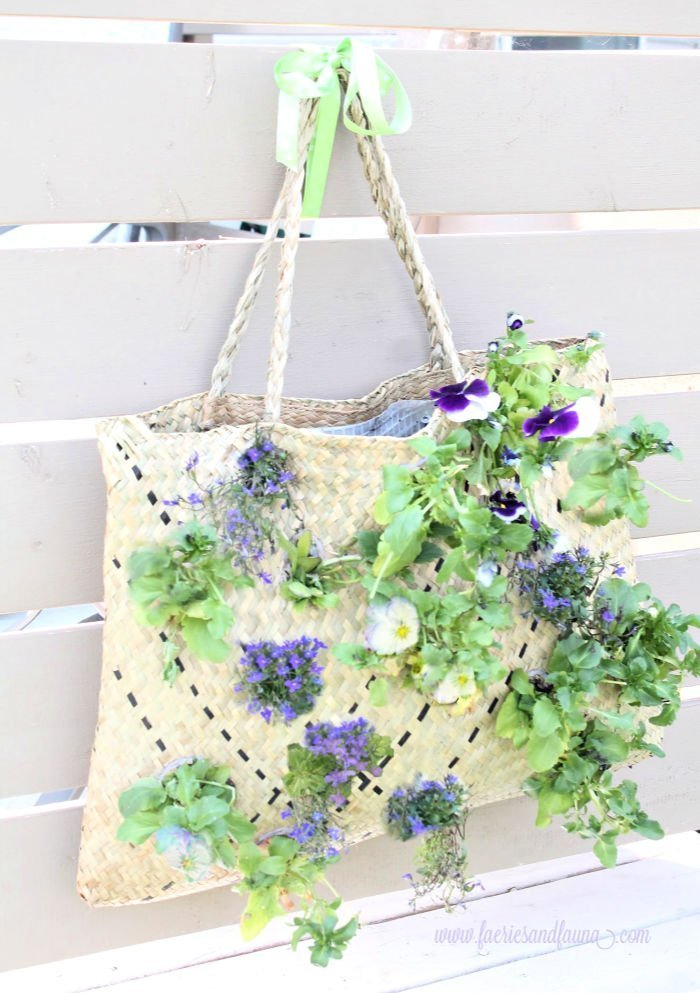 Easy to make vertical flower garden idea.