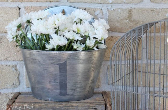 How to update a old planter into farmhouse decor