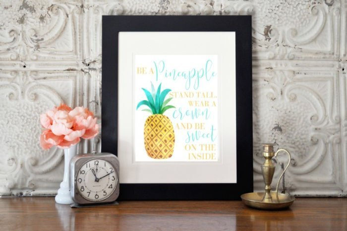 A Pineapple summer printable for decorating.