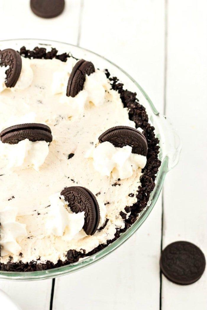 Easy pie recipe a No Bake Oreo pie recipe.