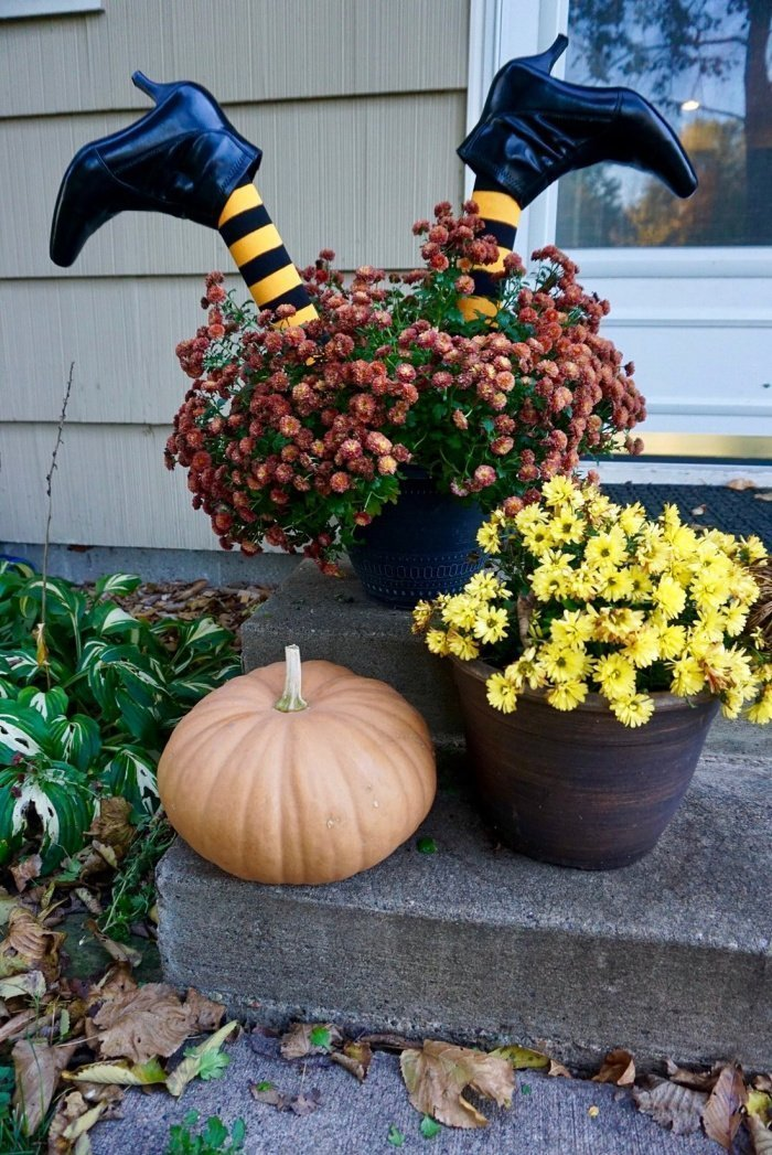 witch themed DIY outdoor Halloween Decor