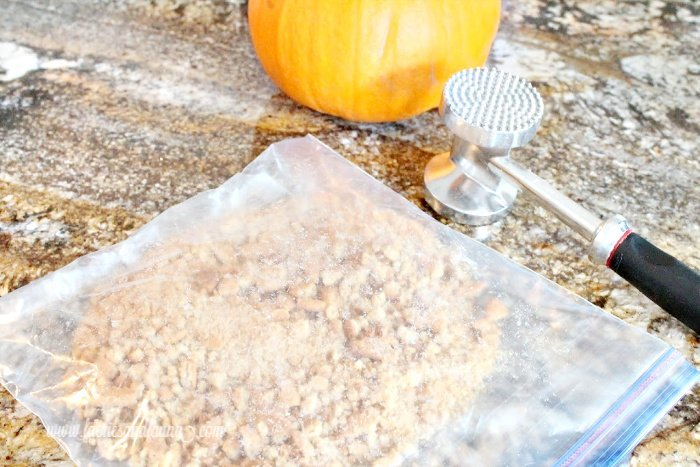 How to make speculaas crumbs or gingersnap crumbs using a plastic bag