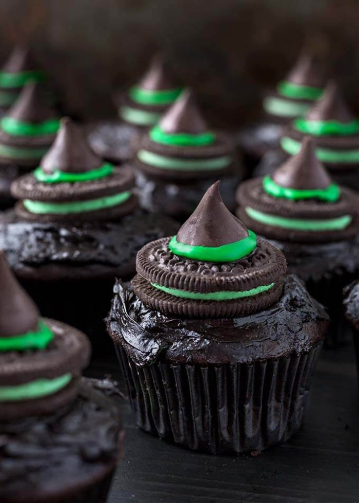 Very easy chocolate witch cupcake recipe