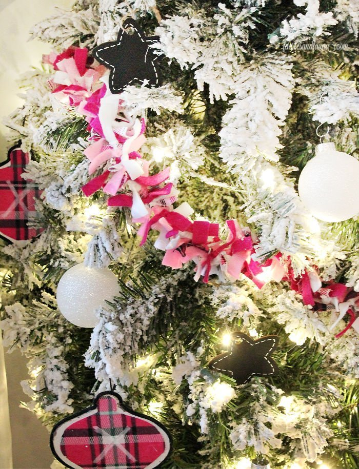 A cheap and easy Christmas craft idea. How to make a DIY Christmas Garland using felt and fabric.