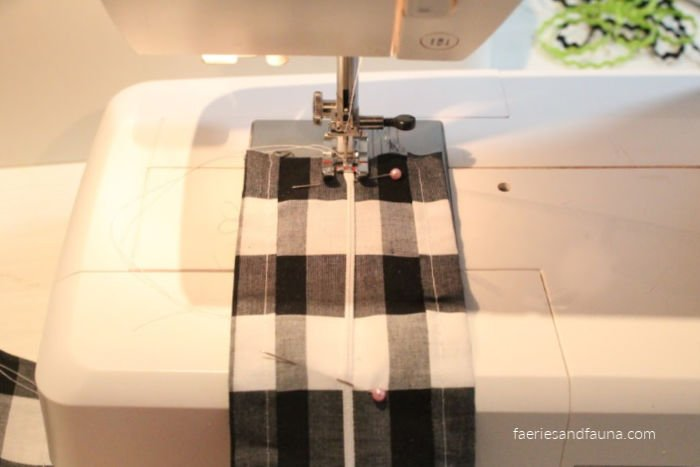 Adding elastic to a sew very easy sewing project. How to sew elastic to fabric.
