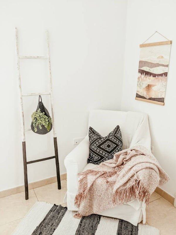 DIY Black and White Ladder