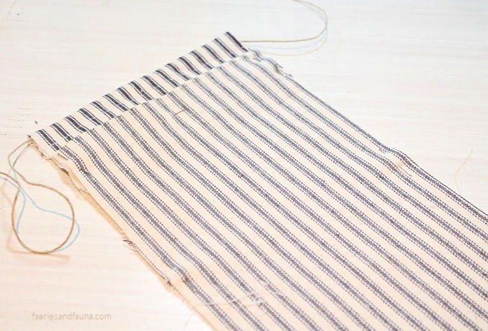 Pinning fabric for an easy to make DIY fabric pouch