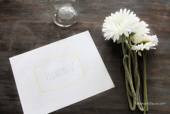 Free Printable for making a mason jar vase with flowers.