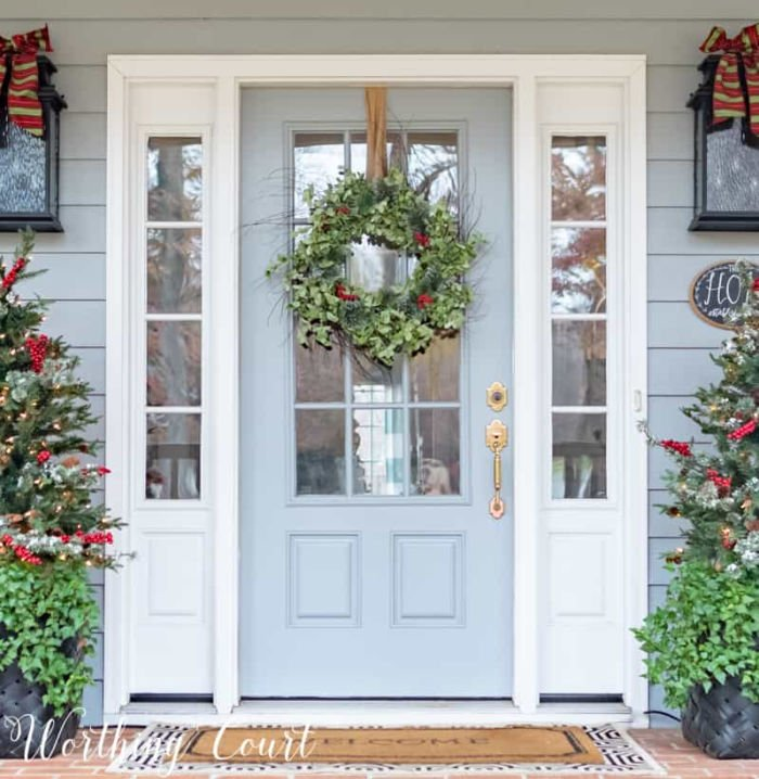 A traditionally decorated Christmas porch with green wreath.