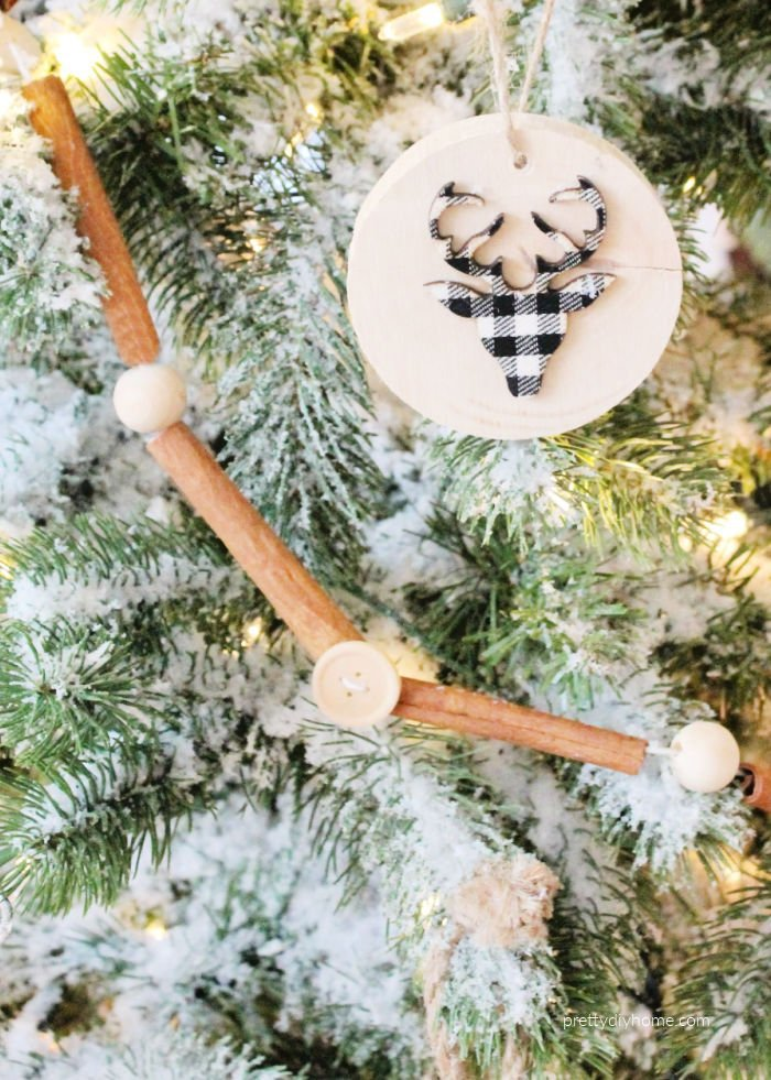 Cinnamon stick Christmas tree garland Christmas craft idea.