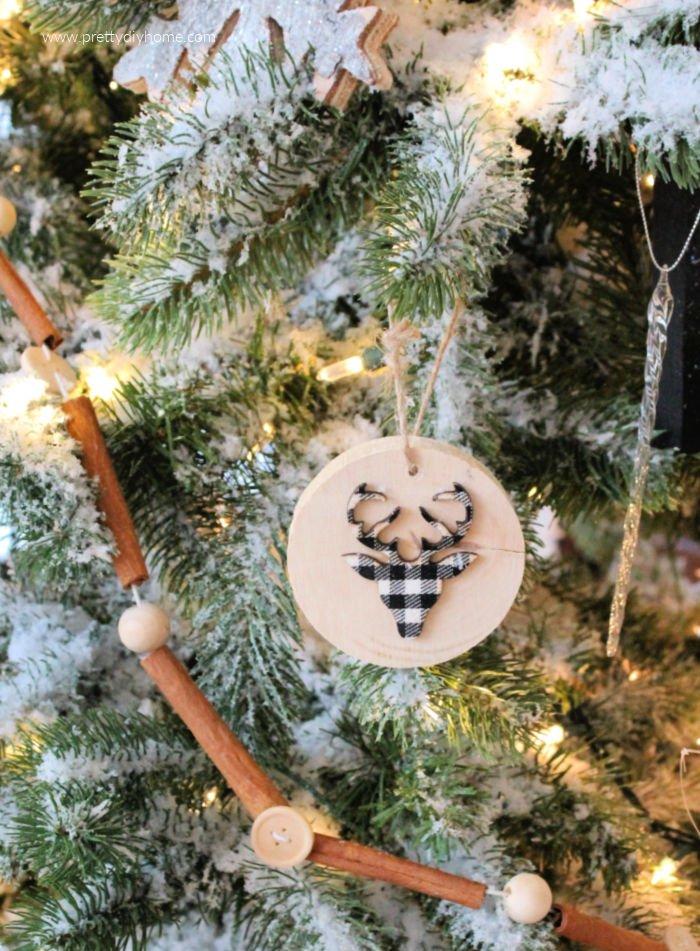 DIY farmhouse cinnamon stick garland with neutral farmhouse Christmas decorations..