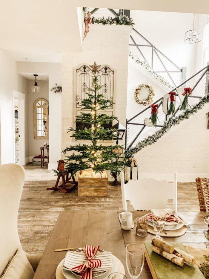 Simple Farmhouse Vintage Style Christmas Tree