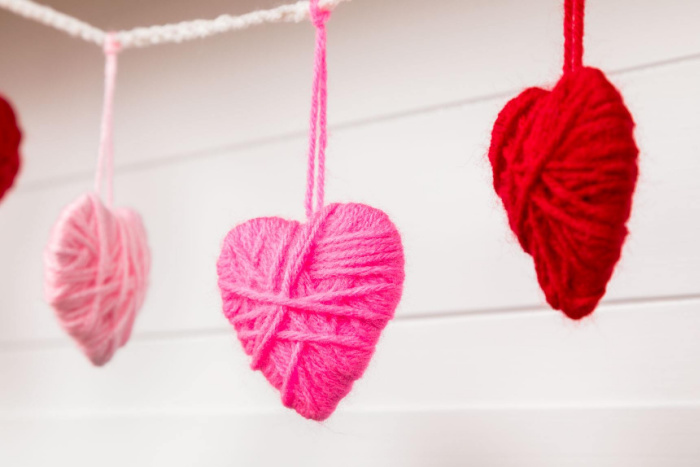 Easy yarn wrapped hearts in red pink and white for Valentine's Day