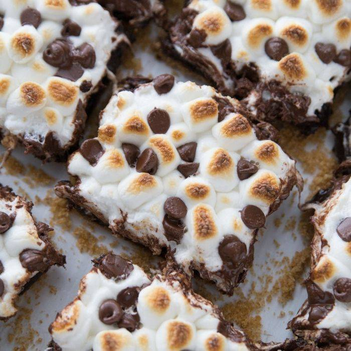 A tray of S'mores brownies with a coating of toasted marshmallow and chocolate chips.